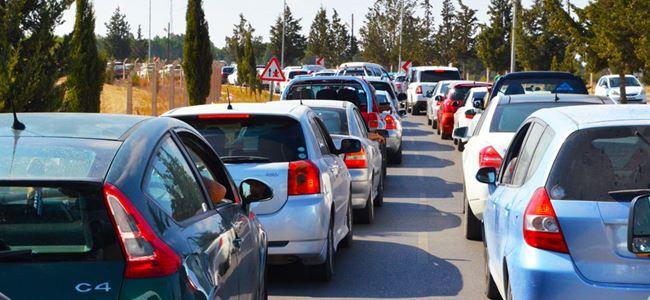 Onurer barikatlardaki trafik kuyruklarını eleştirdi