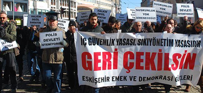 İzcan ve Korkmazhan Türkiye'de eyleme katıldı