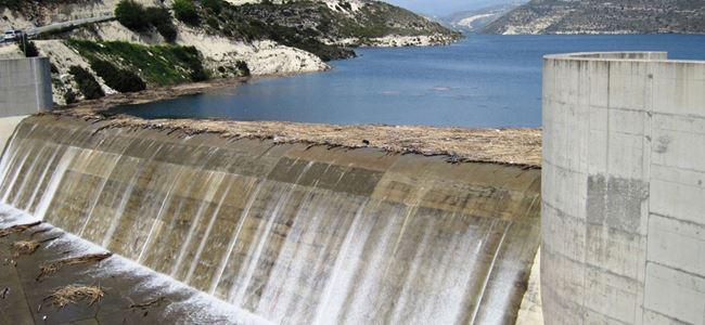 Güney Kıbrısta 5 baraj taştı