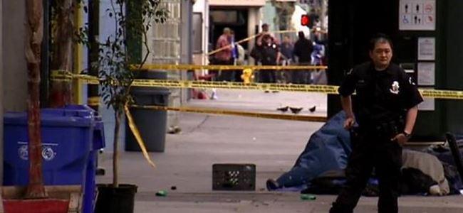 Polis sokak ortasında bir evsizi vurdu