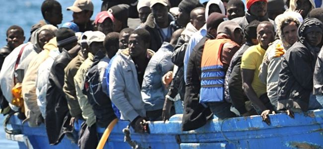 Denizde mahsur kalan mülteciler kurtarıldı