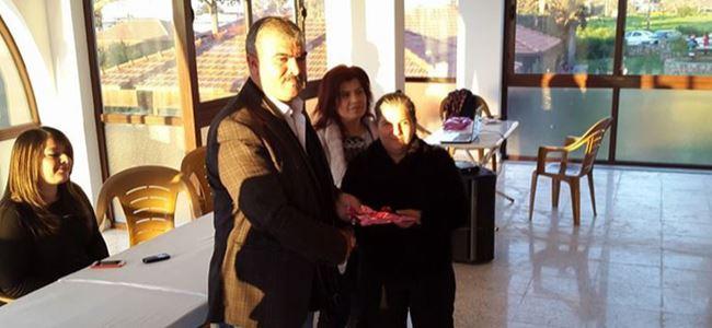 İlk kez bir Kıbrıslı Türkten hediye aldı