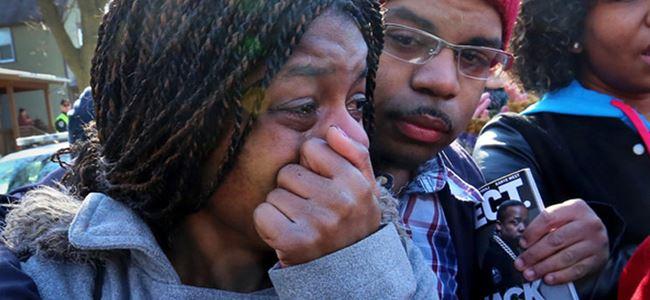 ABD, polisin vurduğu siyah genç için ayakta