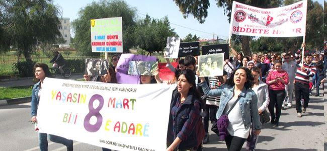 """Kadınlar """"Farkındalık Yürüyüşü"""" yaptı  """"Haklarımızla varız"""""""