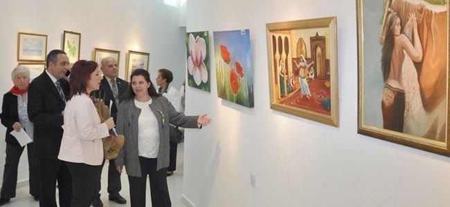 """""""Kadın Dünyasından Renkler"""" sergisi açıldı"""