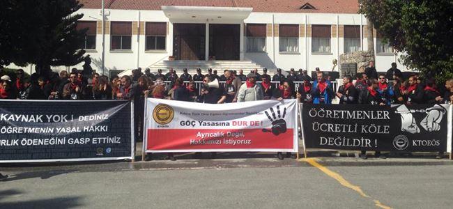 Öğretmenler Meclis önünde zincirlendi