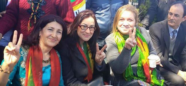 İskele'de Newroz ateşi yakıldı