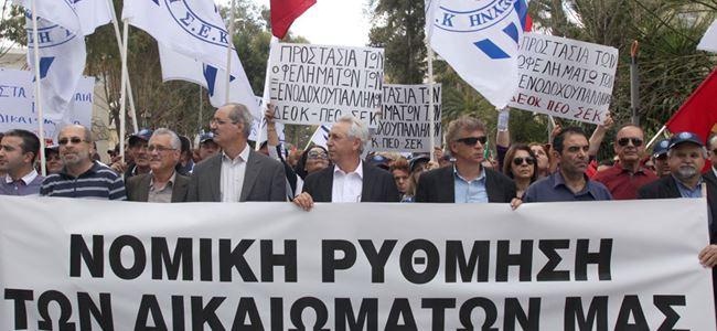 """""""Kıbrıs Bankası"""" önünde olaylı eylem"""