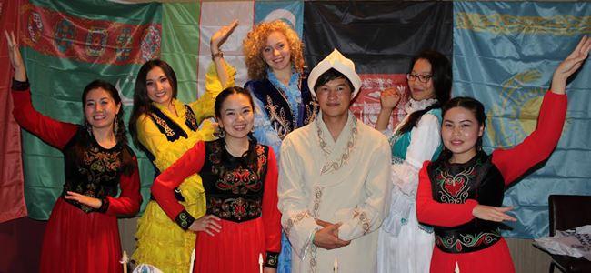 'Orta Asya Gecesi'ne renkli gösteriler