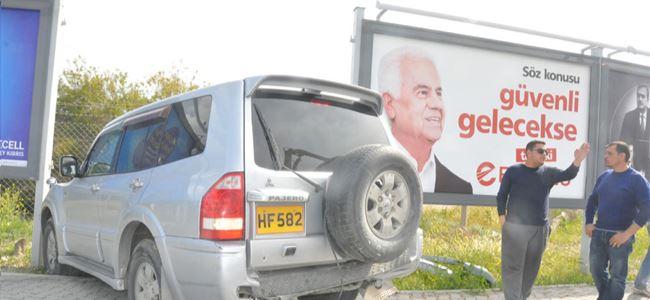 Seçim afişlerinin içine girdi