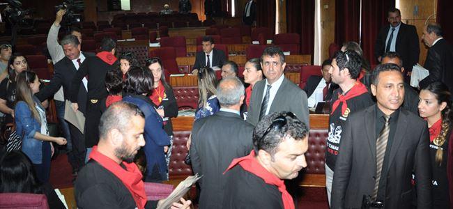 Öğretmenlerden meclis baskını