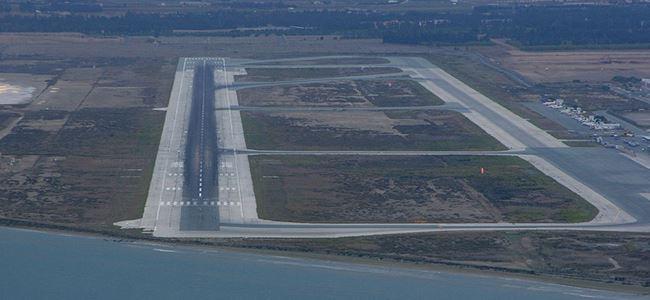 """Larnaka Havaalanı iniş sistemi """"KÖR"""""""