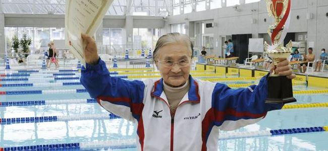 100 yaşında 1500 metre yüzdü