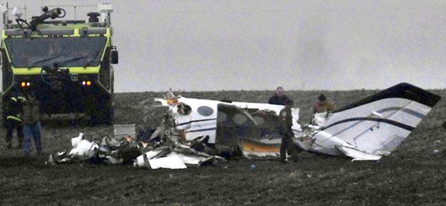 Sporcuları taşıyan özel uçak düştü