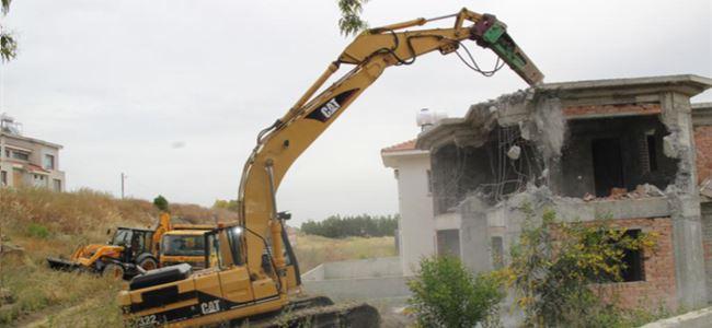 İmara aykırı villa yıkıldı