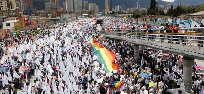 Binlerce Kişi Barış İçin Yürüdü
