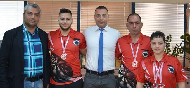 Başarılı dartçılardan Cahitoğlu'na ziyaret