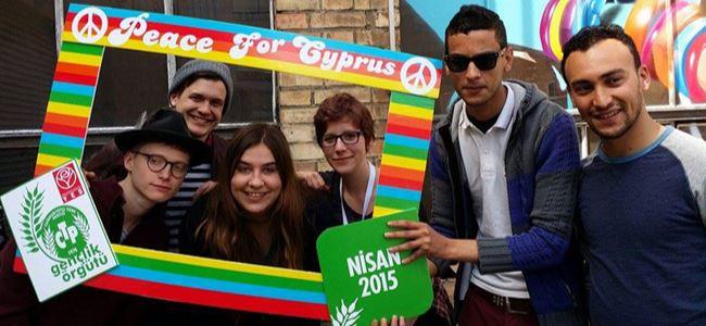 Avrupalı gençler de Sibel Siber için 'YES' dedi!