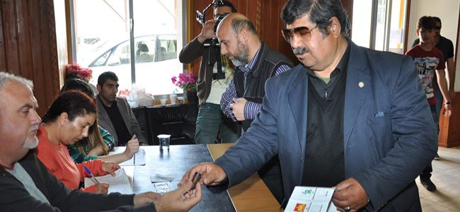Arif Salih Kırdağ oyunu kullandı.