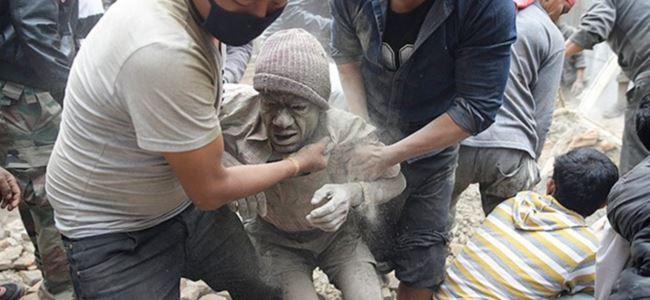 Nepal'de en az 1000 kişi öldü