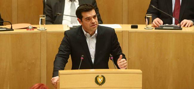 Tsipras 3lü zirve için Kıbrısa geliyor