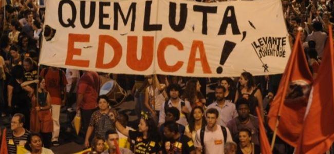 Öğretmenlerle polis çatıştı: 150 yaralı