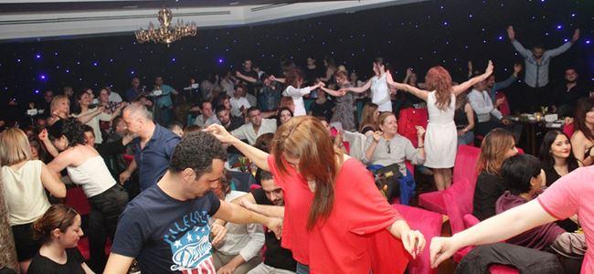 City Bar'da Bora Öztoprak ile Cumartesi eğlencesi