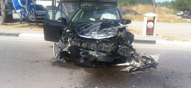 Arkadaşından izinsiz aldığı arabayla kaza yaptı
