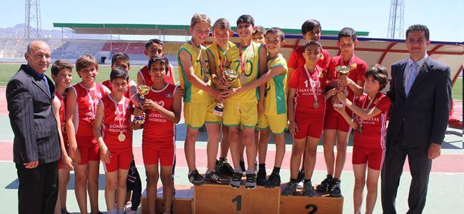 Şampiyonlar Alsancak ve Esentepe