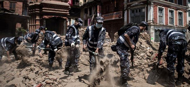 Nepalde yardım helikopteri kayboldu