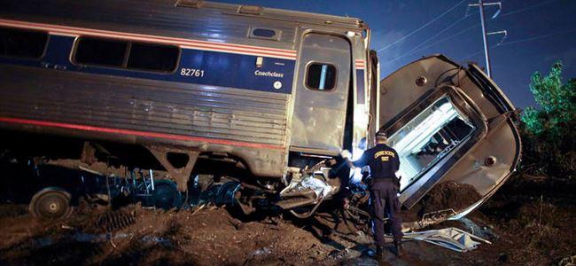 Tren raydan çıktı, 6 ölü