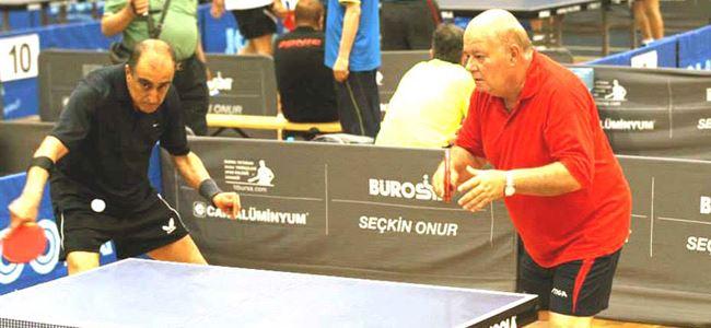 Veteran masa tenisçilermizden Türkiye'de şampiyonluk