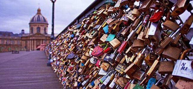 Pariste aşk kilitlerine veda