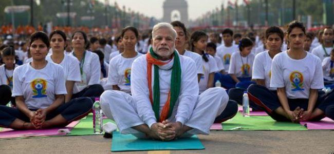 Başbakan halkı ile yoga yaptı