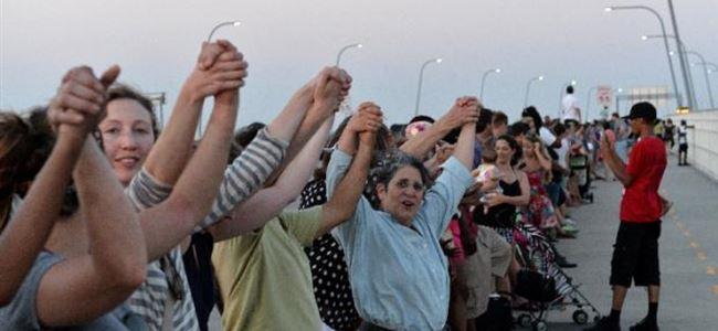 Binlerce kişi kilise saldırısını protesto etti