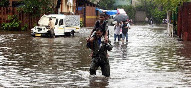 Muson yağmurlarında 81 kişi öldü
