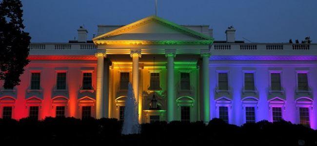 Beyaz Saray gökkuşağına boyandı…