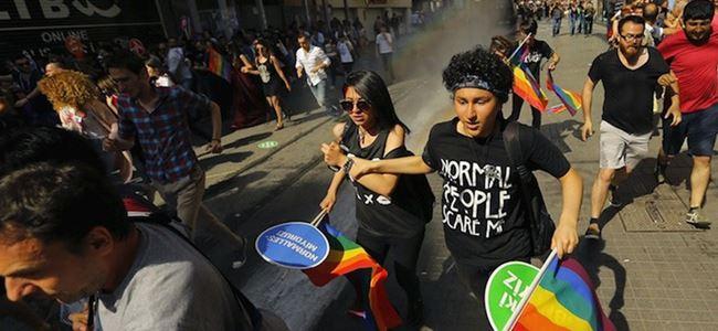 İstanbul'da Onur Yürüyüşüne plastik mermi