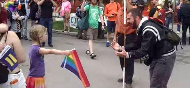 7 yaşındaki kız homofobiye karşı bayrak açtı