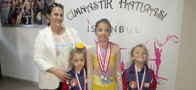 Küçüklerden dört madalya