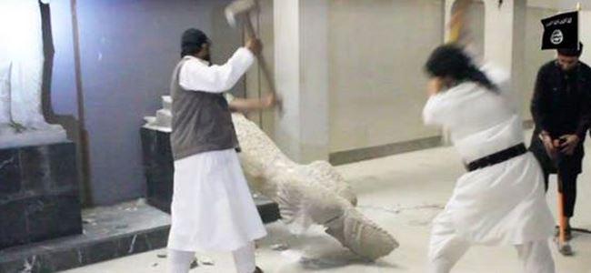 2 bin yıllık heykeli parçaladılar