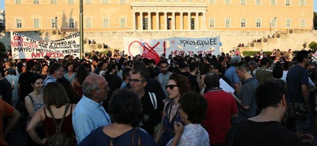 Atinada kurtarma paketine karşı gösteri