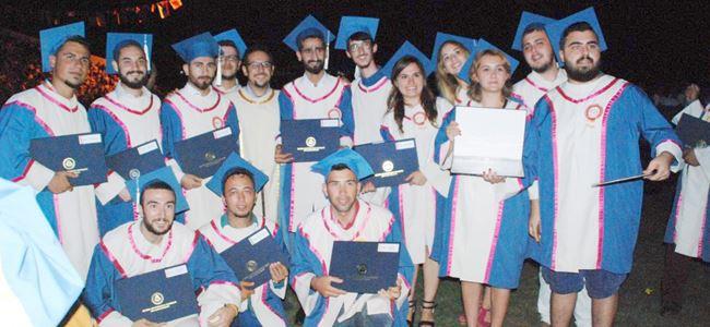 DAÜden 2000 mezun