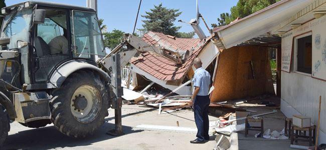 2 kaçak büfenin yıkımına başlandı