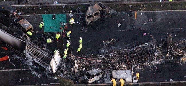 İki ayrı trafik kazasında 18 kişi öldü