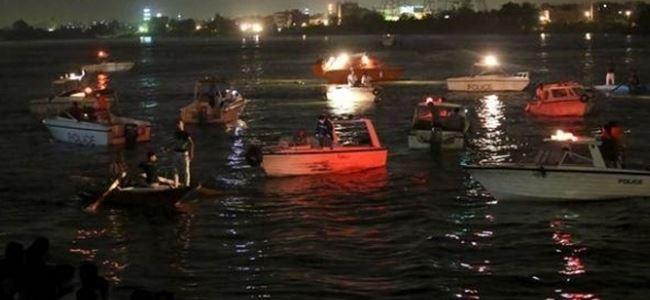 Yolcu gemisiyle yük gemisi çarpıştı: En az 15 ölü