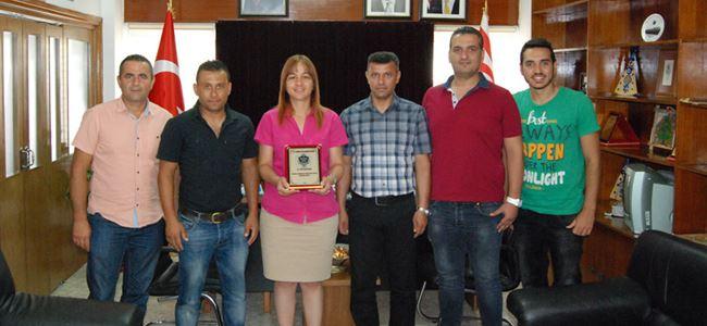 Mağusa Spor Akademisi Yönetimi Şifa Çolakoğlu'nu ziyaret etti