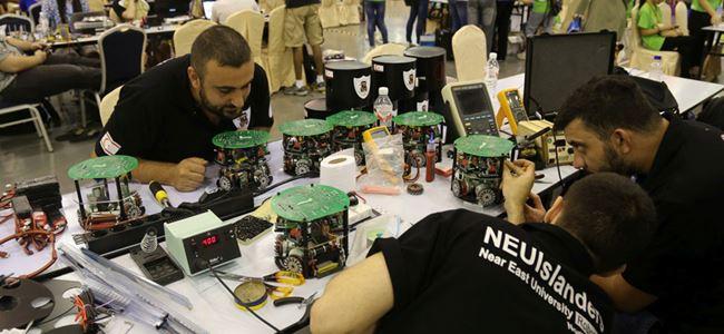 YDÜ futbolcu robotları Çin'de yarıştı