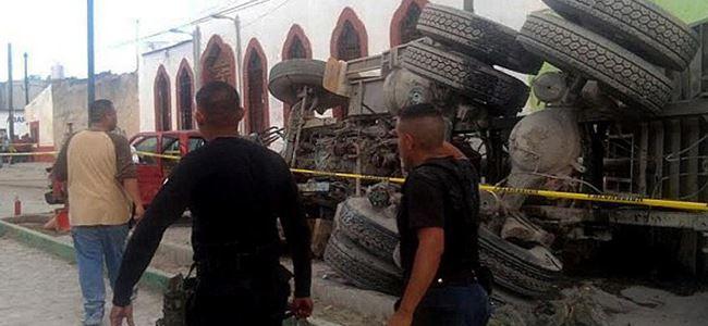 Dini törene katılanlara kamyon çarptı: 16 ölü