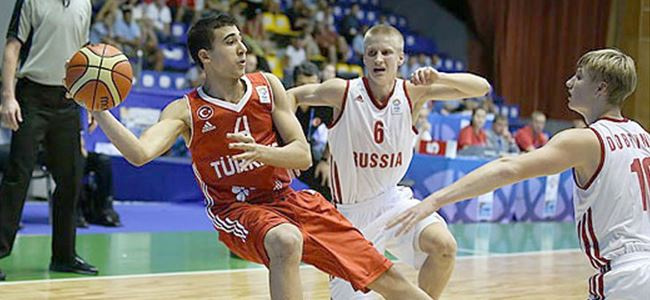 FIBA mikrofonu Erten'e uzattı
